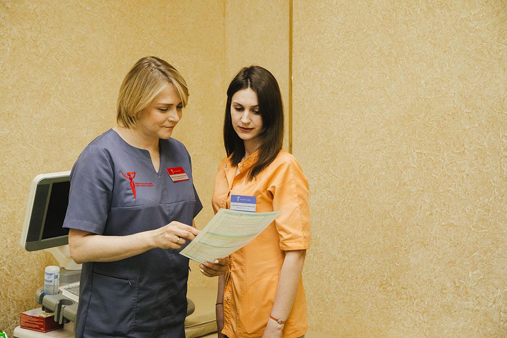 Врач Мелехина с медсестрой